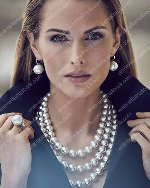 Olivia Culpo poses in layers of elegant and timeless south sea pearls